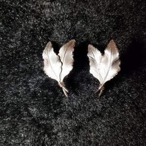 VINTAGE 1960s pierced silver tone earrings